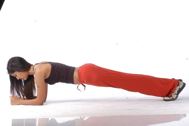 Workout video with stability ball jackknife