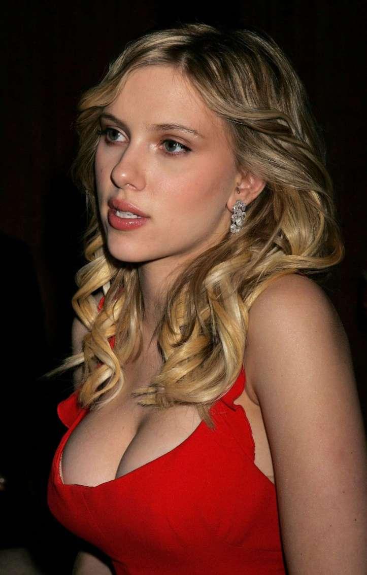 scarlett-johansson-breasts