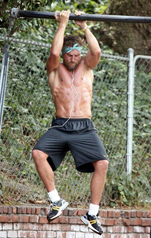 Matthew McConaughey chin-ups workout