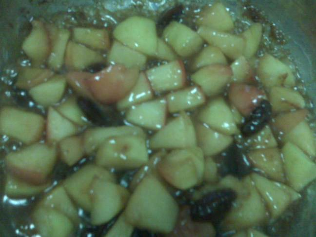 sauteed-apples-banana-raisi