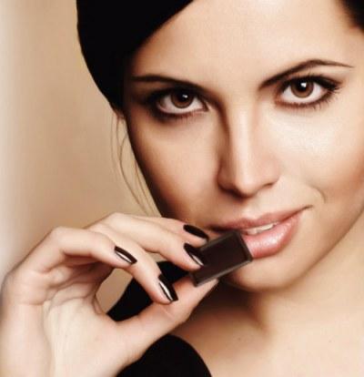 woman-eating-chocolate-